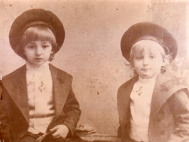 Фото 2. Дети В.В.Шульгина Василии и Веньямин.jpg