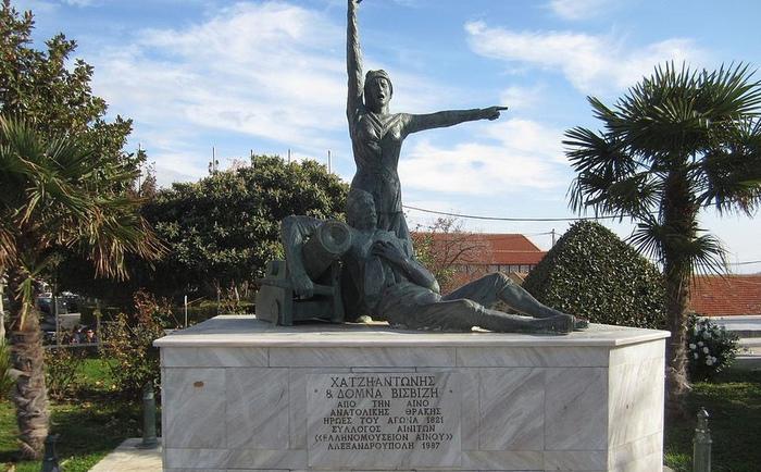 Памятник Домне Висвизи и её мужу.